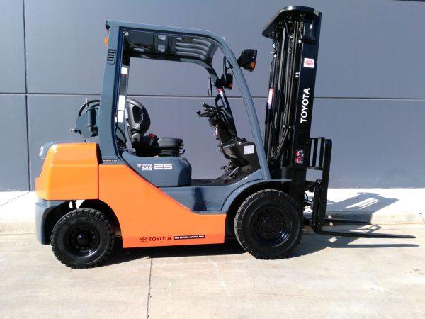 Forklift Toyota Bekas 2.5 Ton